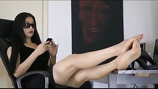 Lovely asian girl highly comfortable showing the toes of her stunning feet
